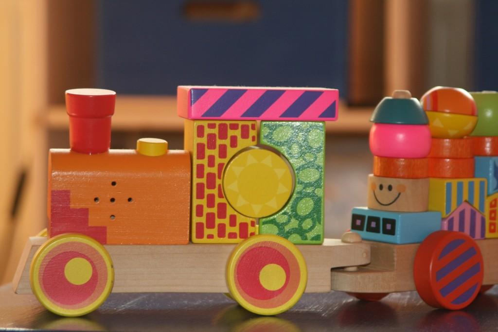 holzspielzeug-eisenbahn