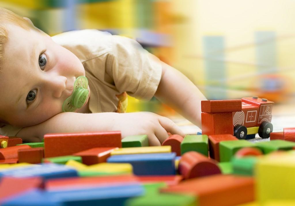 holzspielzeug-kleinkind